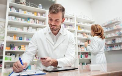 Vaccino Covid, in diverse realtà locali farmacisti tra i primi a essere immunizzati